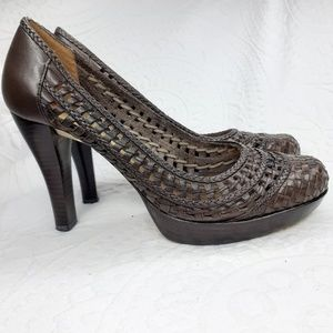 GUESS basket weaved Brown Pump Size 7.5